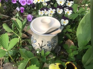 spring honey pot